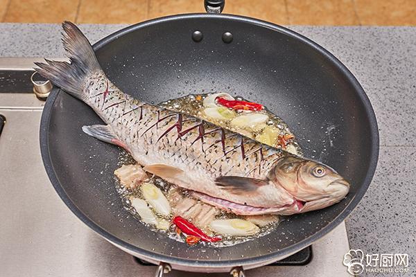 农家炖鱼的做法步骤_4