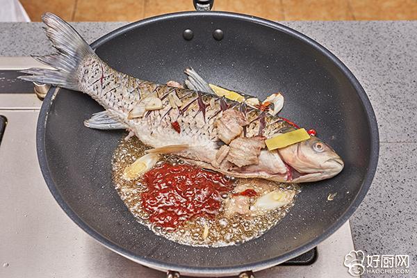 农家炖鱼的做法步骤_5
