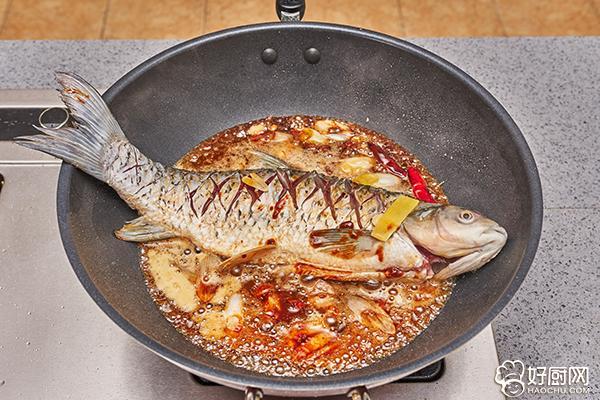 农家炖鱼的做法步骤_6