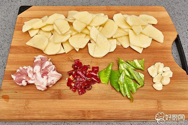 干锅土豆片的做法步骤_2