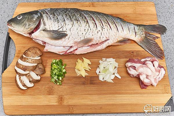 家常红烧鲤鱼的做法步骤_2
