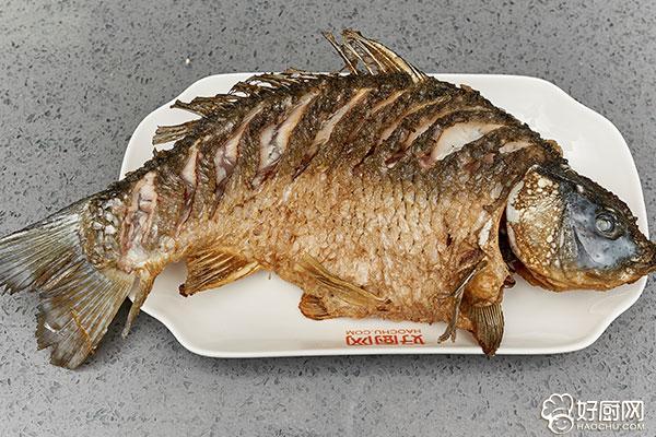 家常红烧鲤鱼的做法步骤_4