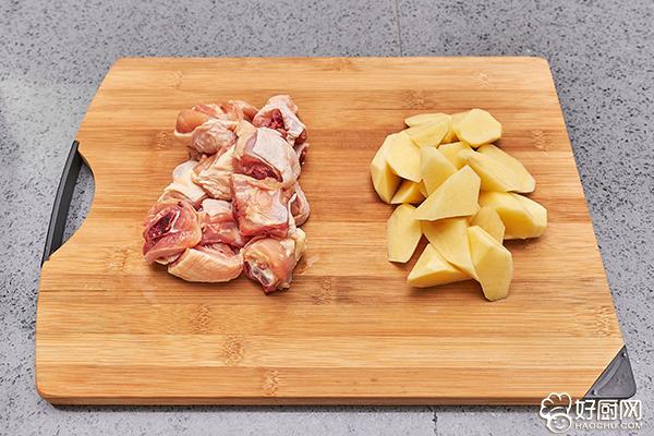 鸡腿炖土豆的做法步骤_3