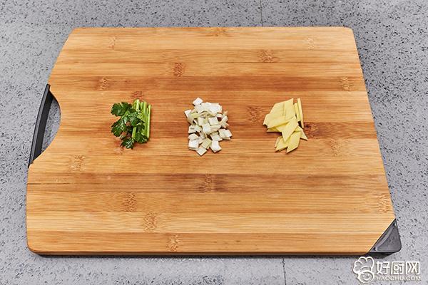 鸡腿炖土豆的做法步骤_4