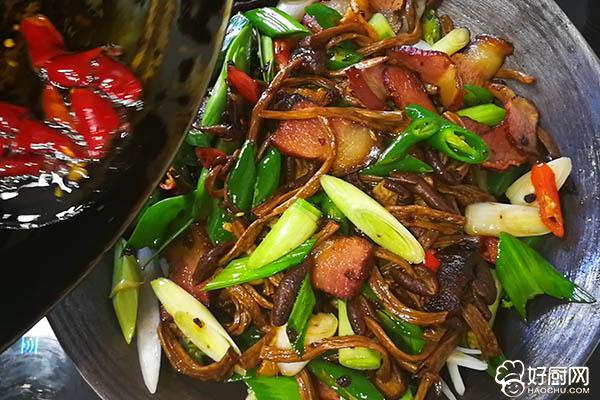 干锅腊肉茶树菇的做法步骤_7