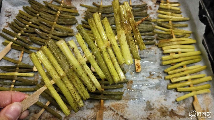 香烤蒜苔的做法步骤_2