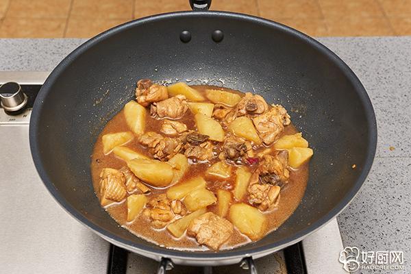 刘涛拿手菜,就是它了,鸡腿炖土豆_9