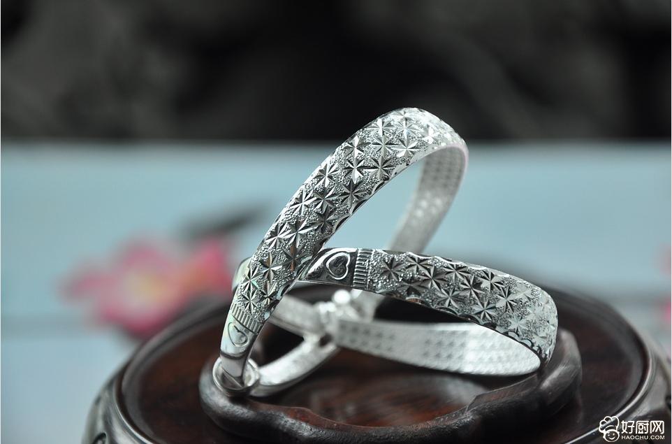 手戴银镯子有什么好处和象征吗?_1