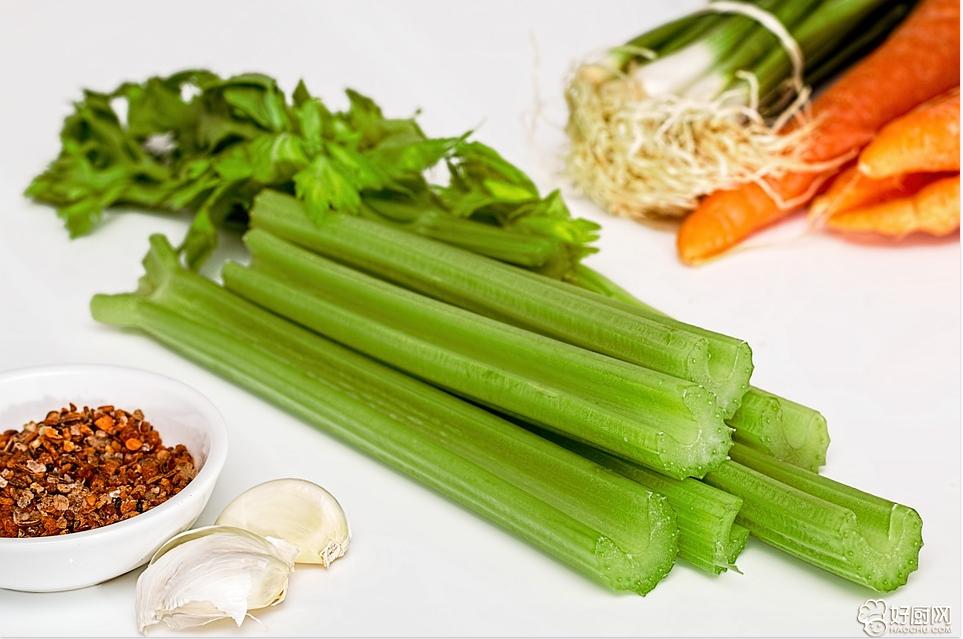 多吃芹菜能防癌还能治疗黄疸_1