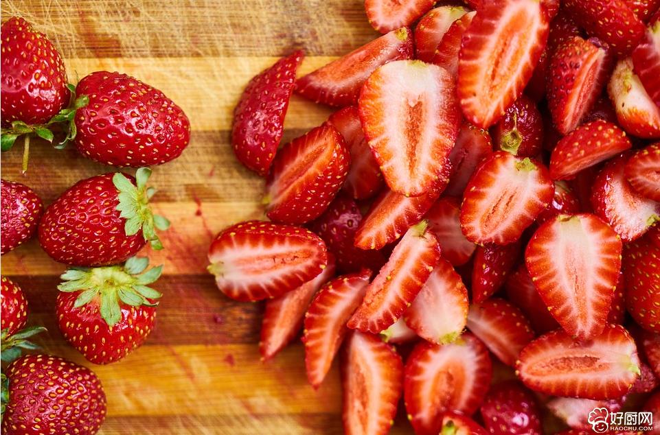 草莓的营养价值 草莓维生素C高清热去火_1