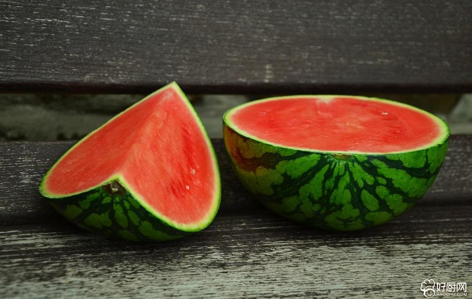 夏天食用西瓜有利于解暑热_1